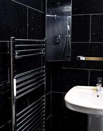 Mirror Black Quartz Tile 300x300